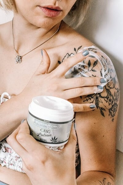 moisturizing-can-protect-your-tattoo