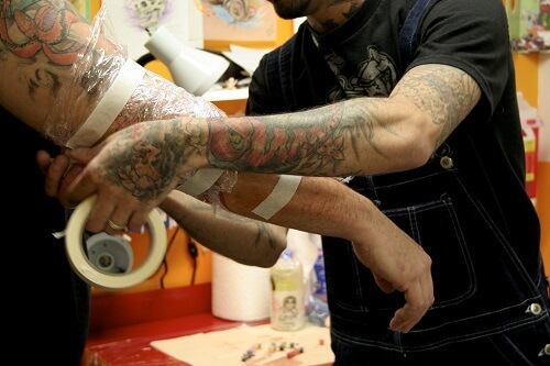 Why-Keep-Tattoo-Wrapped-In-Cling-Film