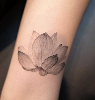 Simple-Lotus-flower-tattoo